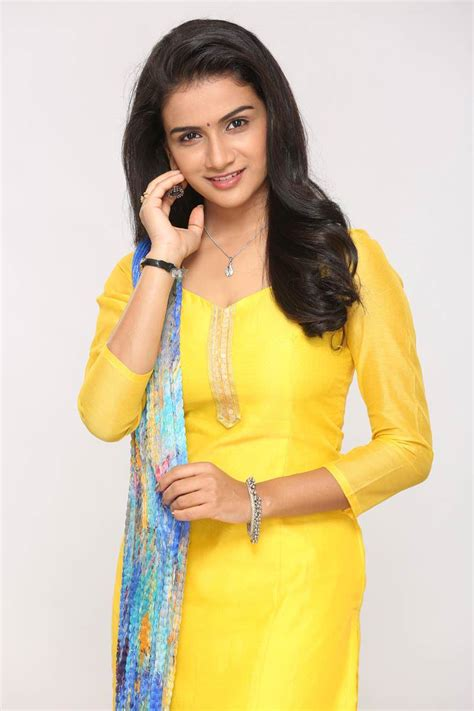 tv serial pasant aahe mulgi zee marathi new serial cast crew