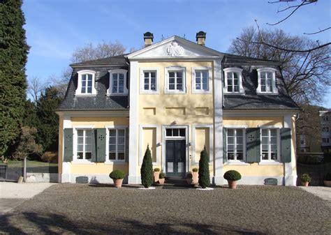 file lippisches landhaus oberkassel jpg wikimedia commons - Landhaus Bilder