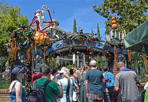 when do the decorations go up at disneyland when do decorations go up at disneyland 2017