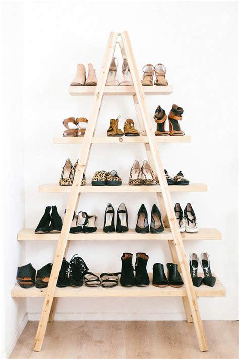 Meuble Pour Chaussures Pas Cher #1: 1-les-meubles-à-chaussures-en-bois-clair-dans-la-maison-contemporaine-quel-type-de-meuble-chaussures-pas-cher-choisir.jpg