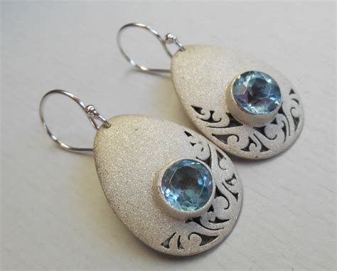 Bali Handmade - sterling silver dangle topaz gems earrings bali discovered