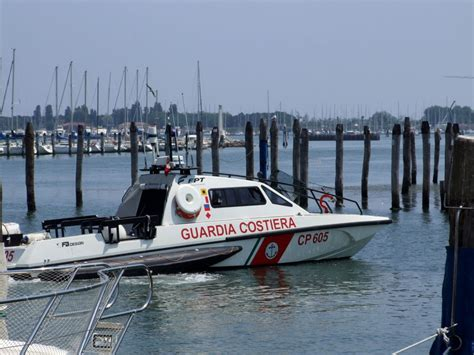 capitaneria di porto jesolo imbarcazione a vela si incaglia alla foce sile