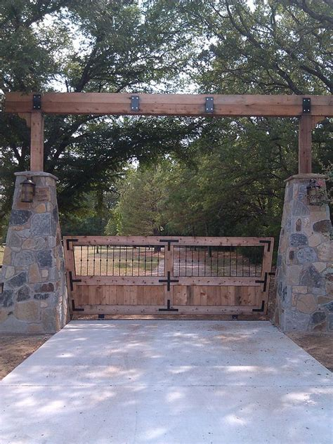 Best 25  Entry gates ideas on Pinterest   Front gates, Modern entrance and Driveway gate