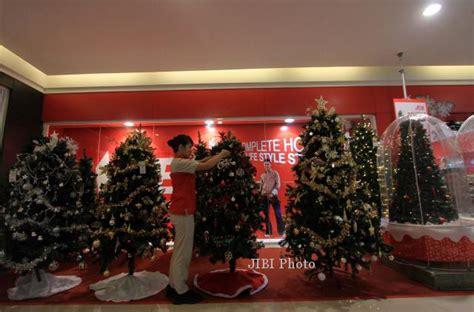 Lu Natal Di Ace Hardware menata hiasan pohon natal feature solopos
