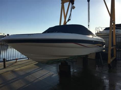 bowrider speed boats for sale uk bayliner bowrider speedboat mercruiser 4 3 efi boats