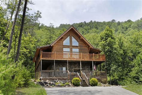 2 bedroom cabins in pigeon forge tn rising wolf lodge walden s creek 124 2 bedroom loft