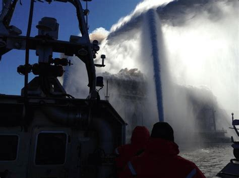 fireboat brooklyn fdny fireboats respond to 7 alarm brooklyn warehouse fire