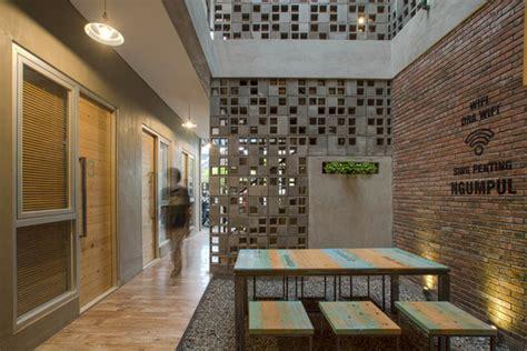 Pajangan Dinding Restoran Cafe Hotel Rumah Wall Deco Print Di Kayu S 66 bioclimatic and biophilic boarding house andyrahman