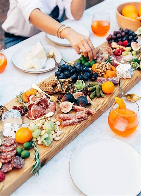 13 unique rehearsal dinner ideas to kick your wedding - Unique Dinner Ideas