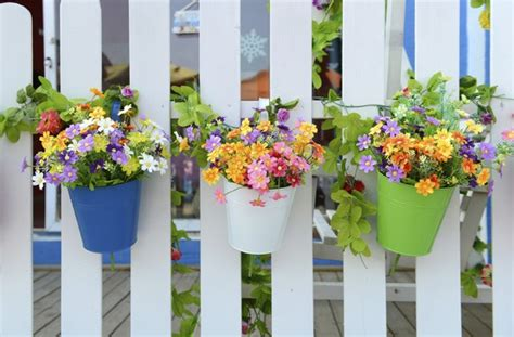 Cheap Planter Ideas by 10 Cheap Ways To Spruce Up Your Garden Colour It In