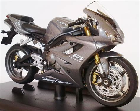 Welly Bike Motorcycle 1 18 Triumph Daytona 675 Grey 4 3 New And Box best 2 chat diecast model cars trucks motorcycles scooters airplanes figures sale