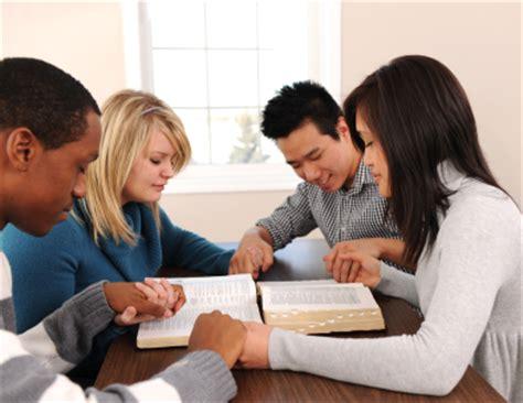 imagenes de personas reunidas orando biblical references isa dreams