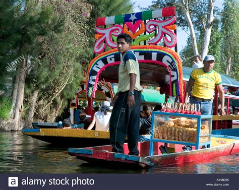 boats xochimilco food sellers on a chalupas selling food to trajineras