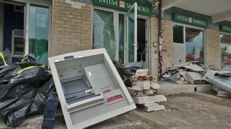 banca intesa ostia roma riempiono bancomat di gas e lo fanno esplodere per