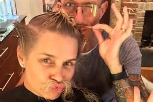 does yolanda foster hair extensions yolanda foster chops her hair off debuts fierce new do