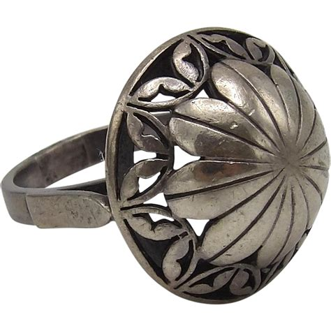 vintage sterling silver flower ring from