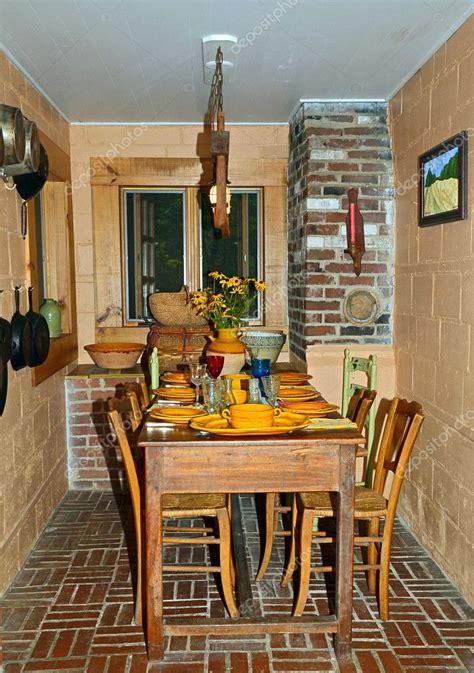 sala da pranzo rustica piccola sala da pranzo rustica foto editoriale stock