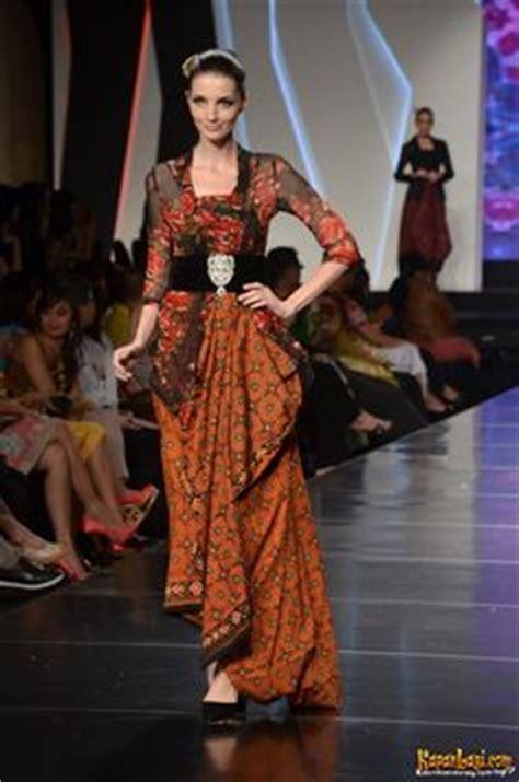 Atasan Imlek Dress Sincia Gaun Pesta Dress Colour jfw 2012 day 2 appreciation for the various colour in