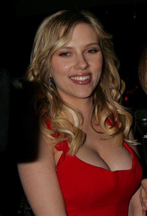 celebrity skin mp3 download scarlett johansson sexiest cleavage show in red dress at