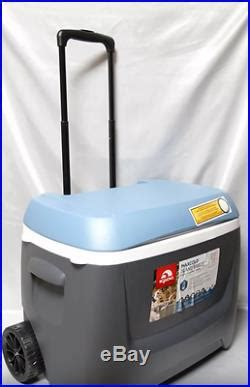 igloo maxcold 62 qt rolling cooler coolers and ice chests 187 maxcold