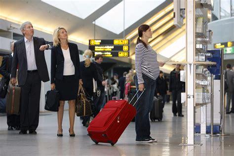 tips naik pesawat bagi ibu hamil ibu hamil naik pesawat amankah klikhotel com