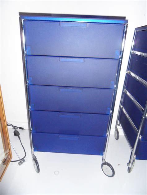 kartell cassettiere cassettiera su ruote mobil di kartell scontata arredo