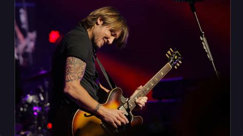 learn guitar keith urban keith urban answering questions on facebook today about