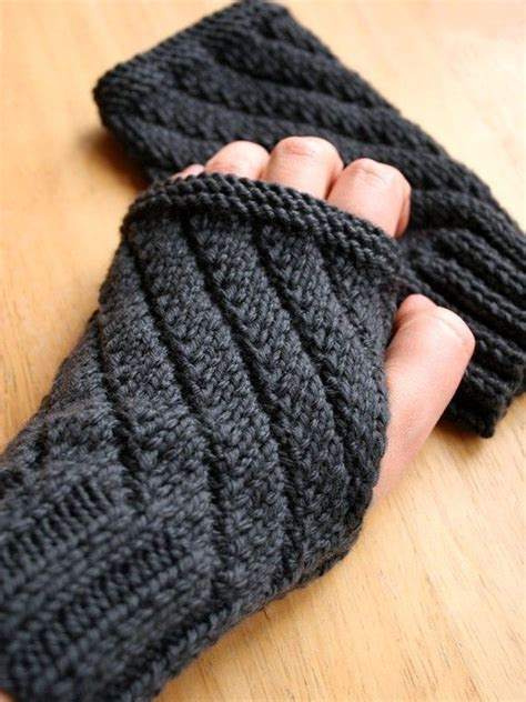 fingerless gloves knitting pattern knitting pattern fingerless gloves mitts gauntlets