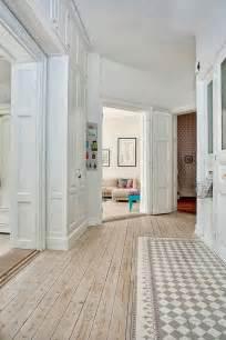 micro trend creative floors combining wood and ceramic