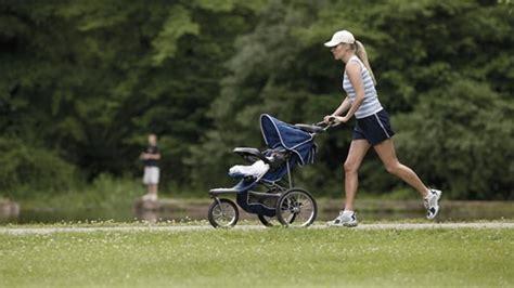 wann joggen nach entbindung wann nach kaiserschnitt sport gesunde ern 228 hrung lebensmittel