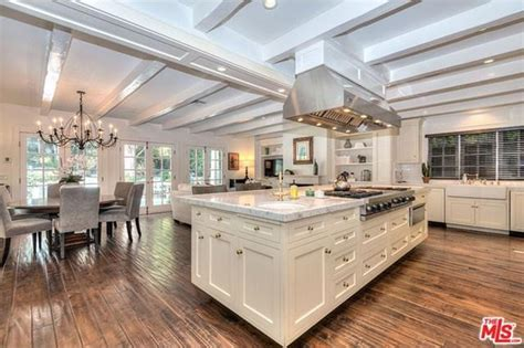 Kitchen Ca An Adele Hello To A New Home In Beverly