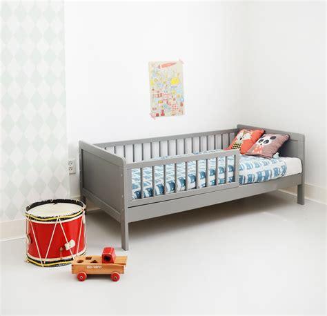 lit pour enfant 2 ans lit enfant bois 70x140 cm gris am 233 lie