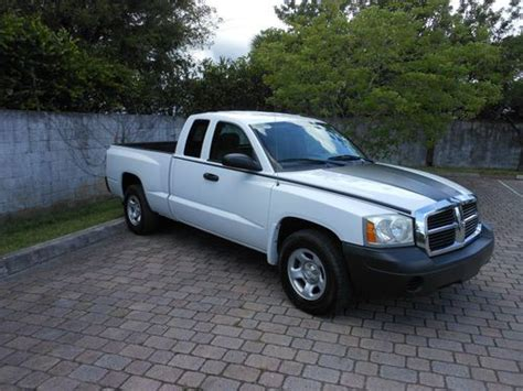 buy used 2005 dodge dakota st 3 7l v6 extended club cab 2d automatic very nice condition in fort