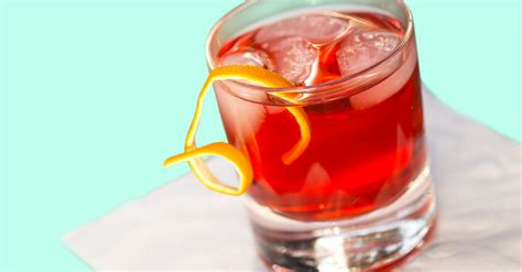 Top Ten Drinks To Order At A Bar by 5 Drinks To Order At The Bar While Waiting To Be Seated
