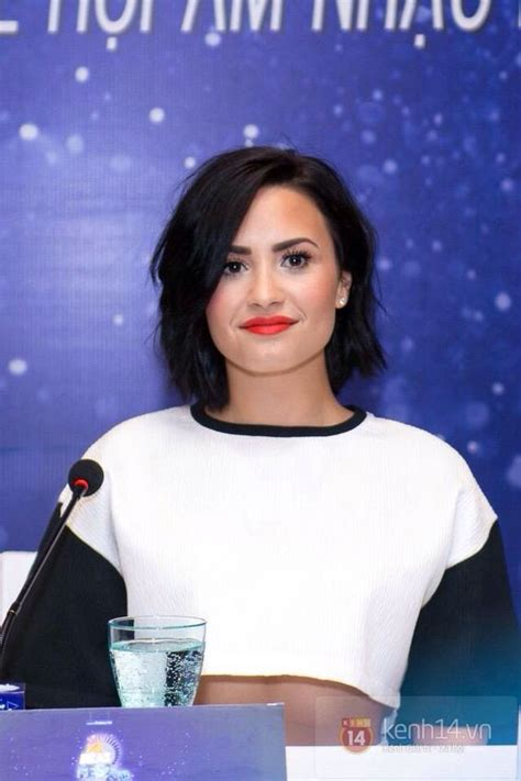 Ash Digger Makes Chrissy Smile by Demi Lovato At The Yan Beatfest Press Conference
