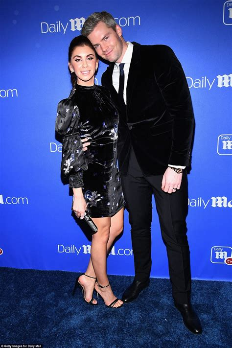 how to do your hair like jesse palmer lindsay lohan gets festive at dailymail com holiday party