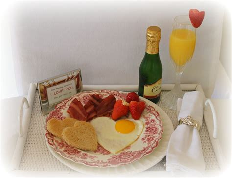 breakfast in bed ideas 6 ideas for romantic birthday gift for your girlfriend