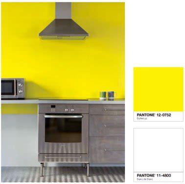 peinture cuisine jaune couleur peinture cuisine jaune vif et blanc tollens castorama