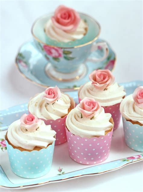 Rose Themed Cupcakes   summer cookies and cupcakes sweetopia