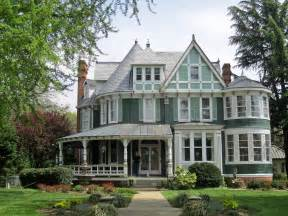 Victorian Queen Anne by Top 15 House Designs And Architectural Styles To Ignite