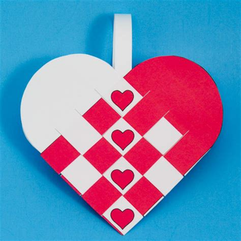 Paper Hearts Crafts - how to make woven paper baskets s day