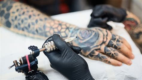 become a tattoo artist read out this if you want to become a artist