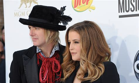 what is wrong with lisa rings husband lisa marie presley ends her 10 year marriage