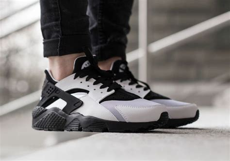 black and white patterned huaraches nike wmns air huarache white black sneakernews com