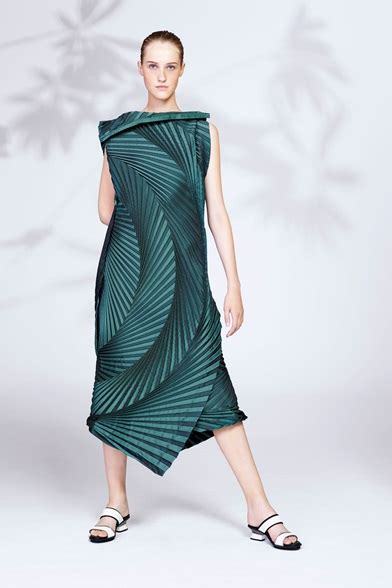 Issey Miyakes Populist Fashion by Issey Miyake New York Pre 2016 Shows Vogue It