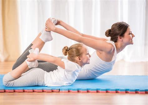 imagenes de posiciones de yoga faciles posturas de yoga para hacer en casa y con los ni 241 os