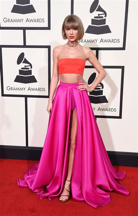 taylor swift 2016 grammys pink dress grammys 2016 taylor swift quot out of the woods quot time