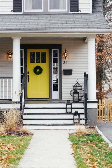 Grey House Yellow Door by Pin By Igor Vieira On Home