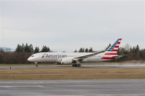 american airlines american airlines becomes second american carrier to receive new composite boeing 787