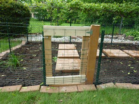 Rabbit Wire Fence Door : Fence Ideas   Easy Build Diy
